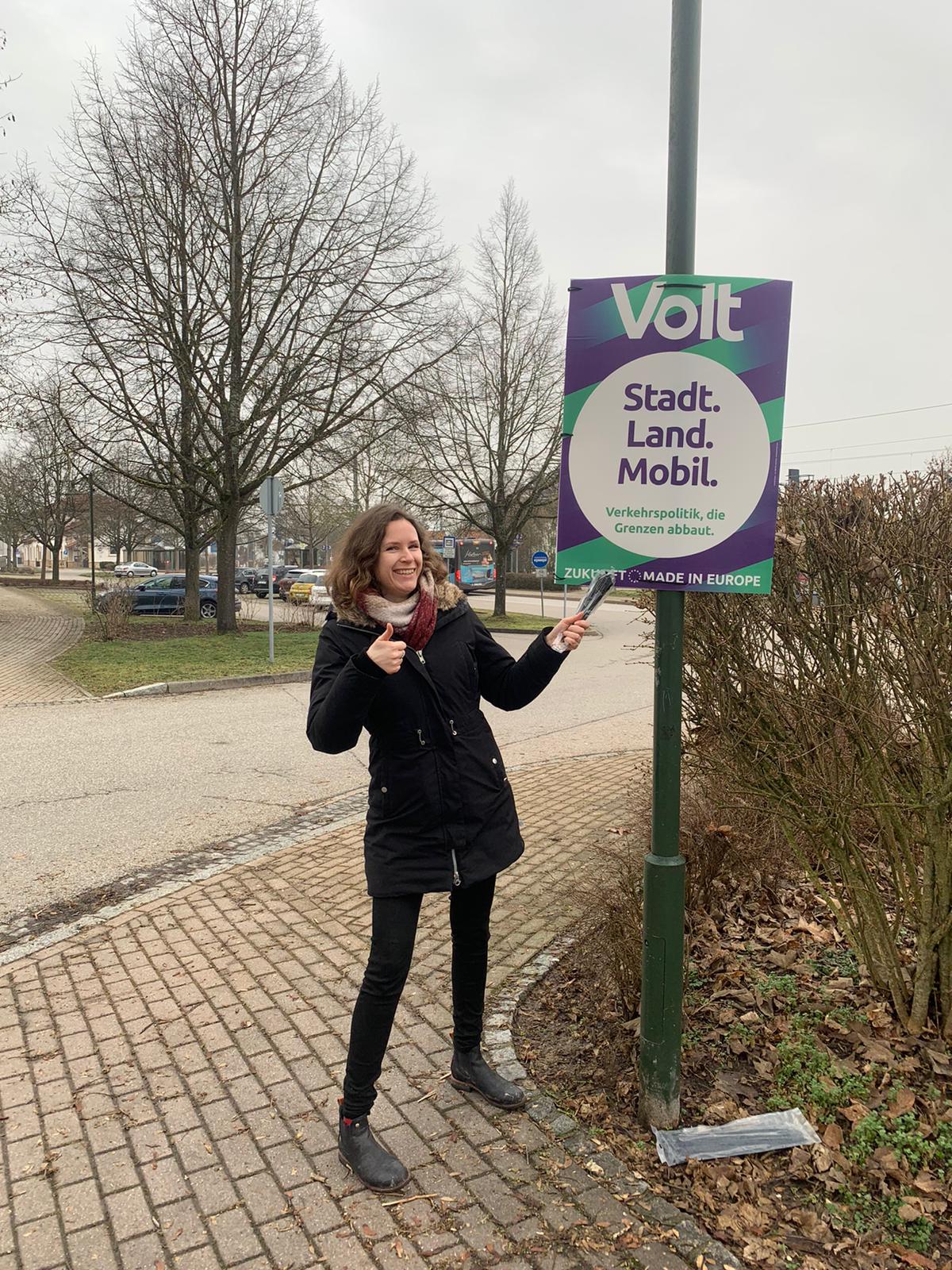 Sabrina Büsing plakatiert in Waldshut