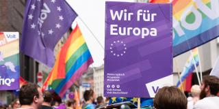 """Volt-Plakat """"Wir für Europa"""" auf dem CSD 2019 in Frankfurt"""