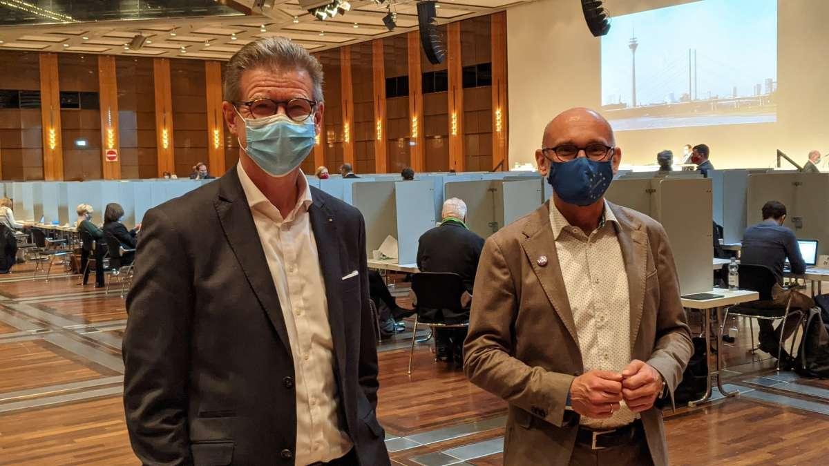 Mark Schenk (links) und Dr. Gottfried Panhaus als Delegierte bei der 1. Sitzung des Düsseldorfer Stadtrates